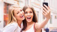 Chụp ảnh selfie tự sướng là gì? Trào lưu chụp ảnh tự sướng selfie có từ khi nào?