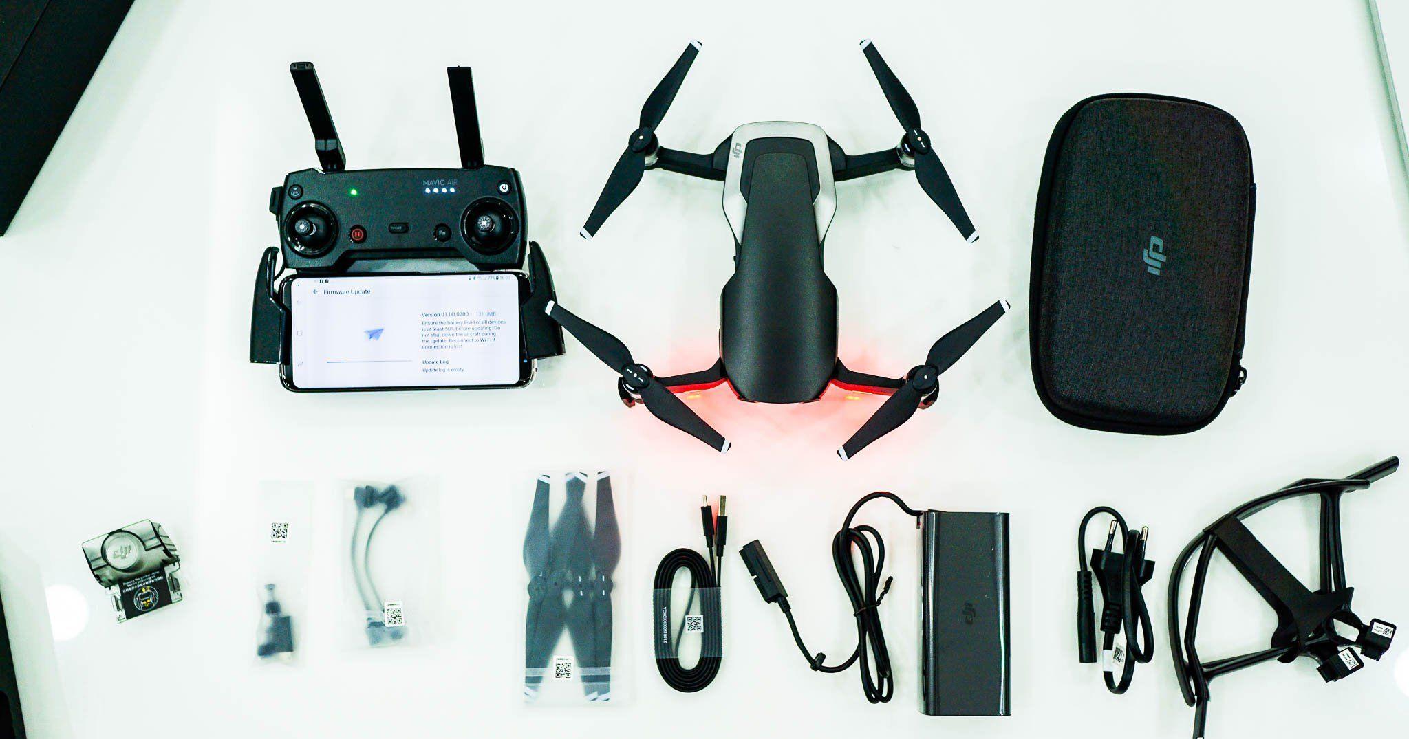 Hãy nhớ kiểm tra những phụ kiện kèm theo flycam
