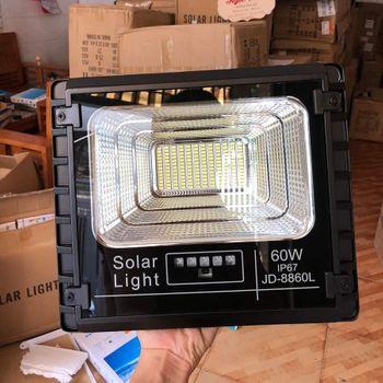 Đèn LED năng lượng mặt trời JD -8860L