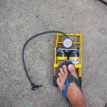 Bơm chân 2 ống xi lanh đa năng C-mart L0002