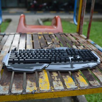 Bàn phím cơ Bosston 915 LED - Gaming Gear bán để tay ấn tượng