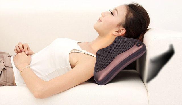 Gối massage hồng ngoại 8 bi - Akita Nhật Bản