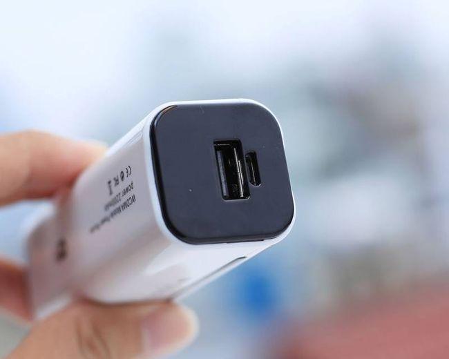 Bộ phát Wifi 3G BB 953 tích hợp sạc dự phòng 2200 Mah